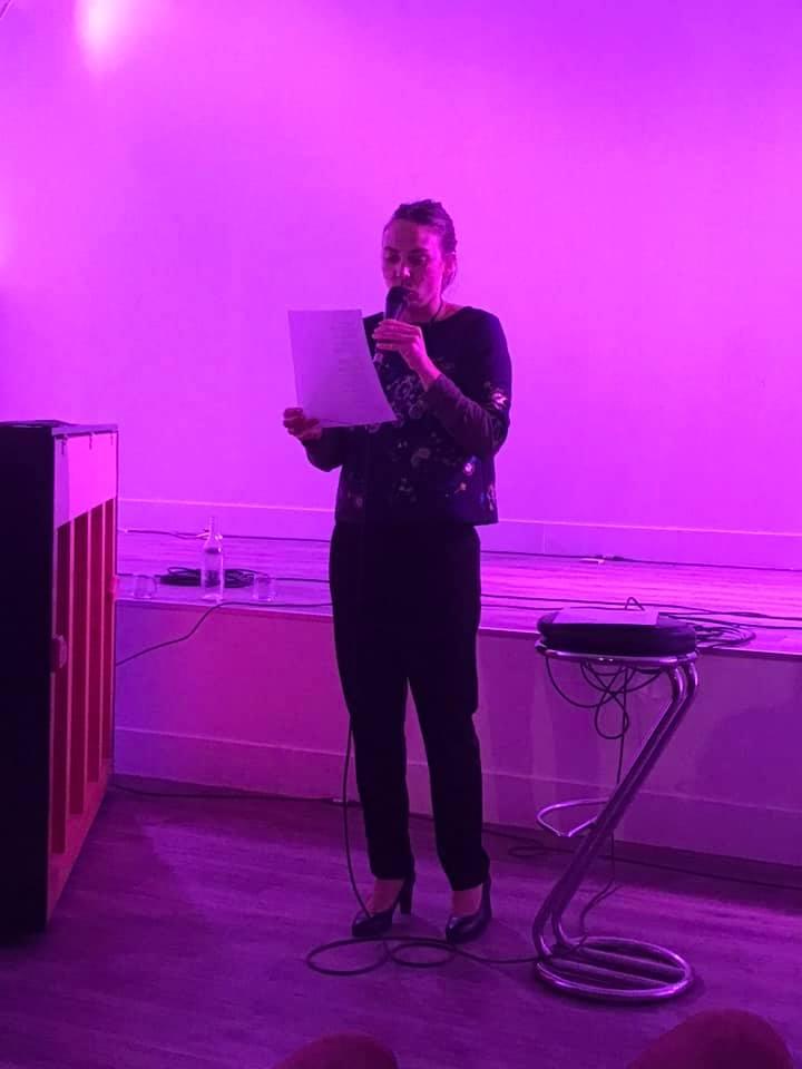 Sabine courmont lit les poemes de femmes du projet corps a corps